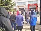 Люди в Чебоксарах выстраиваются в очередь за медицинскими масками